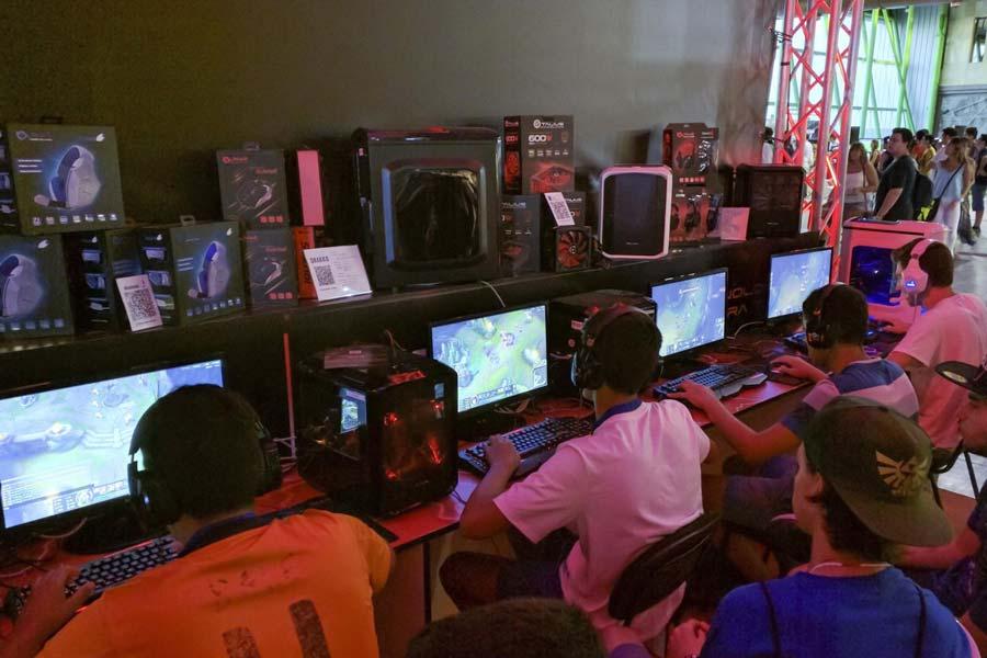 Jugadores de PC con los nuevos lanzamientos de juegos para PC